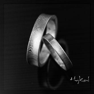 Kované snubní prsteny se žlábkem - Collium (Kované snubní prsteny se žlábkem - Collium)
