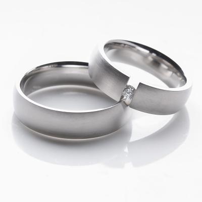 Jednoduché elegantní snubní prsteny OC1009B (Snubní prsteny s briliantem OC1009B)